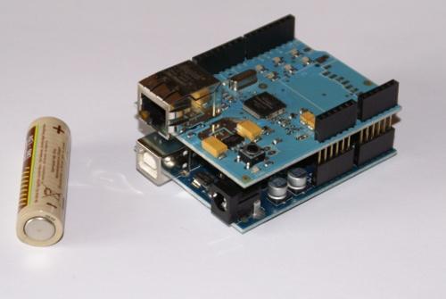 Arduino z założonym Ethernet Shieldem