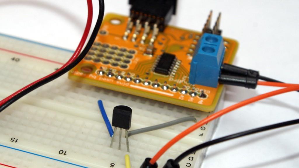 tinyBrd z MCP9700 - pomiar temperatury z czujnikiem analogowym